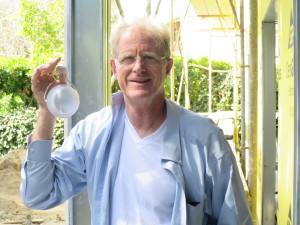 Ed Begley Jr. proudly uses Nokero N220 lights to ensure that his house is safely lit at night, but without causing harm to the environment.